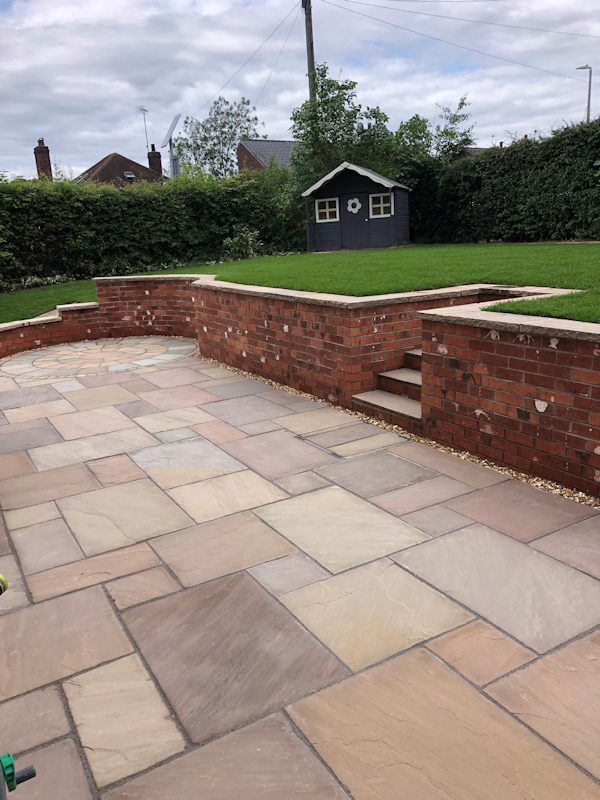 New patio by Paul Gibbons Landscapes Ltd