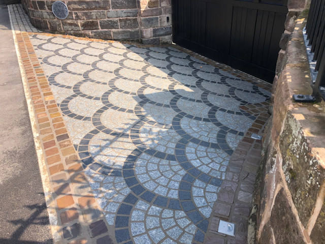 Driveway entrance way using granite cobbles